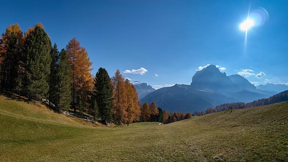 Il silenzio e i colori dell'autunno con trekking lento sulle Dolomiti