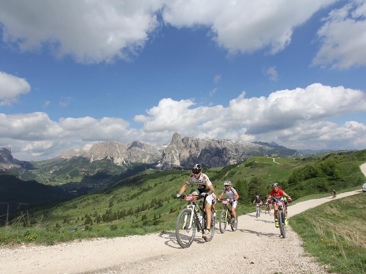 Scoprire le Dolomiti in sella alla bici: partenza dall'Hotel Gran Fanes