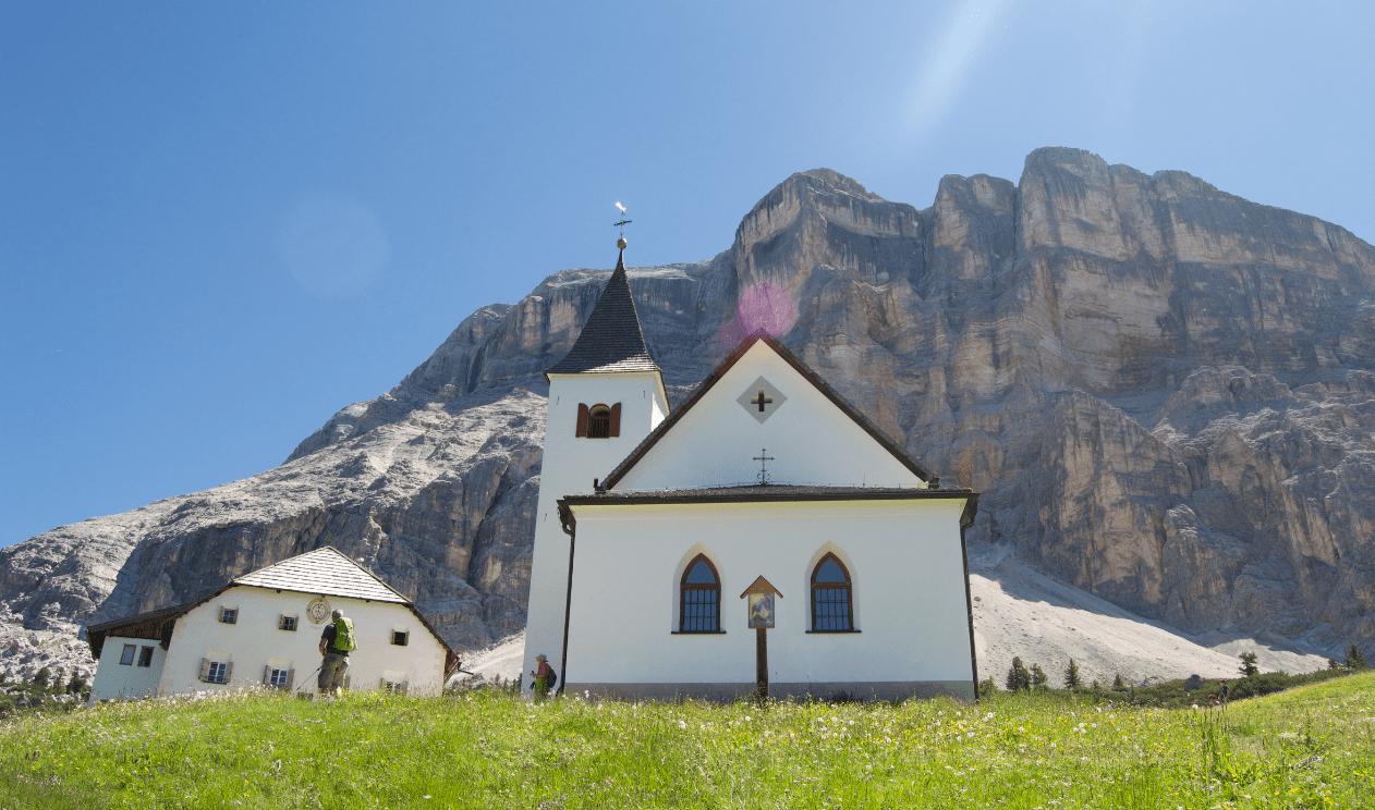Escursione al Sass dla Crusc: dai prati dell'Armentara a La Crusc